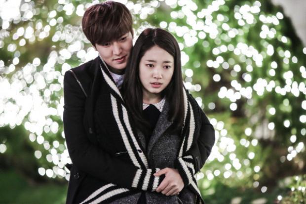 """Lee Min Ho và Park Shin Hye cũng dính tin đồn tình ái trong """"The heirs"""" trước khi Lee Min Ho công khai với Suzy"""