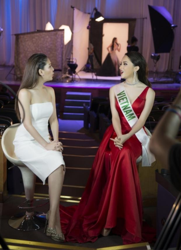 Ngôi sao hàng đầu Thái Lan Diana ấn tượng với sự thông minh, hài hước cũng như câu chuyện trong quá khứ của đại diện Việt Nam tại Miss International Queen.
