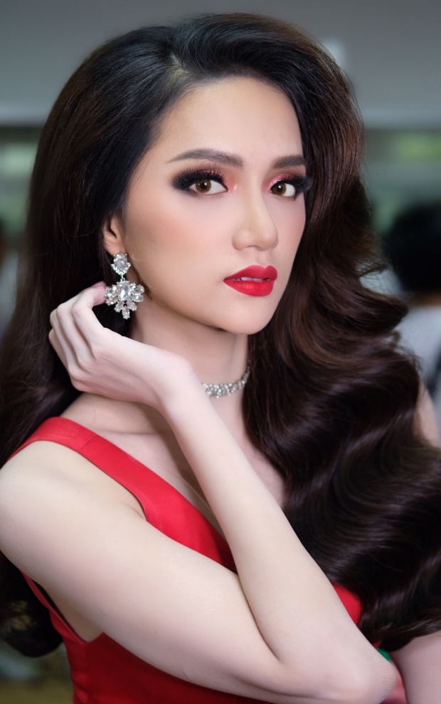 Vẻ đẹp ngày càng mặn mà của tân Hoa hậu Chuyển giới Quốc té.