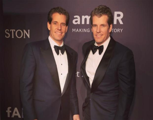Cameron và Tyler Winklevoss, cặp sinh đôi nổi tiếng với vụ kiện tụng cho rằng Mark Zuckerberg đã đánh cắp ý tưởng Facebook từ họ, cũng là những nhà đầu tư rất sớm vào tiền mã hóa.