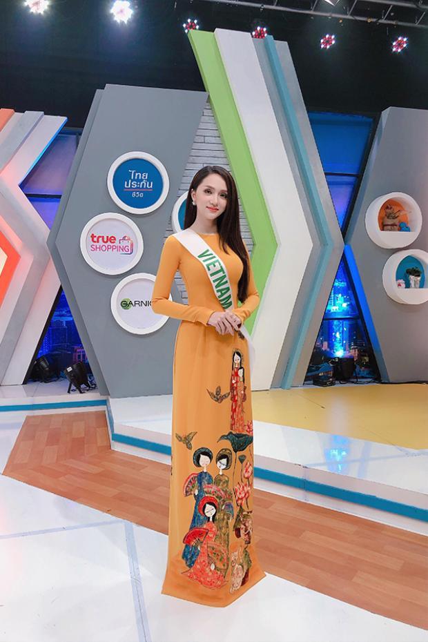 Đến với Hoa hậu chuyển giới Quốc tế 2018, Hương Giang Idol được nhiều người khen ngợi bởi gu thời trang tinh tế, nổi bật, thu hút ánh nhìn. Một trong số đó phải kể đến hình ảnh chiếc áo dài truyền thống được người đẹp khéo léo diện trong một sự kiện có tính quảng bá cao. Đây là một ý đồ quảng bá khá thông minh của đại diện Việt Nam.