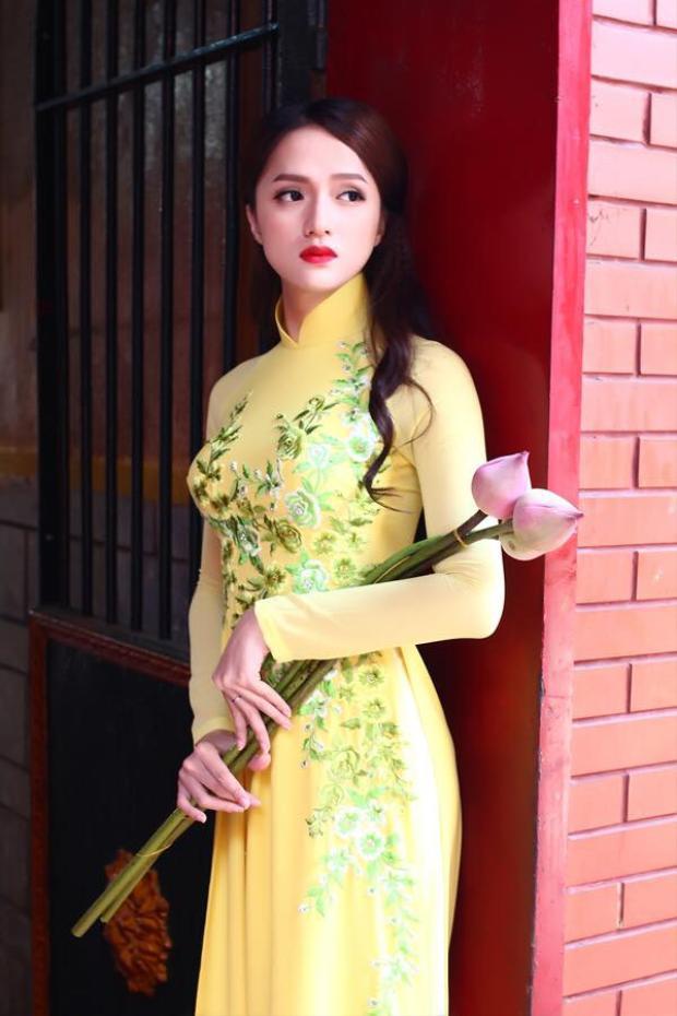 """Vẻ ngoài nữ tính, đường cong gợi cảm của Hương Giang Idol khiến không ít gái """"xịn"""" phải ghen tỵ."""