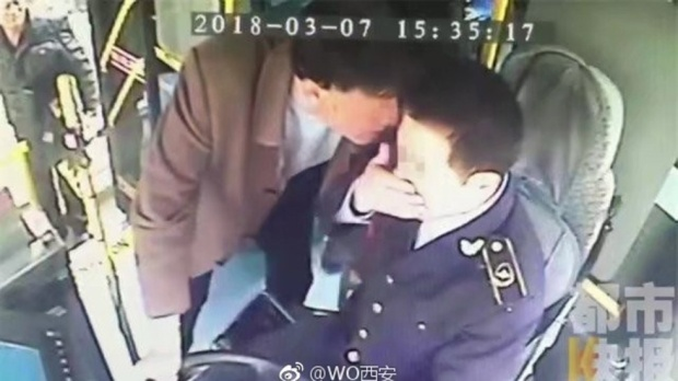 Zhang cho biết cả 3 vị khách đó đều nồng nặc mùi rượu.
