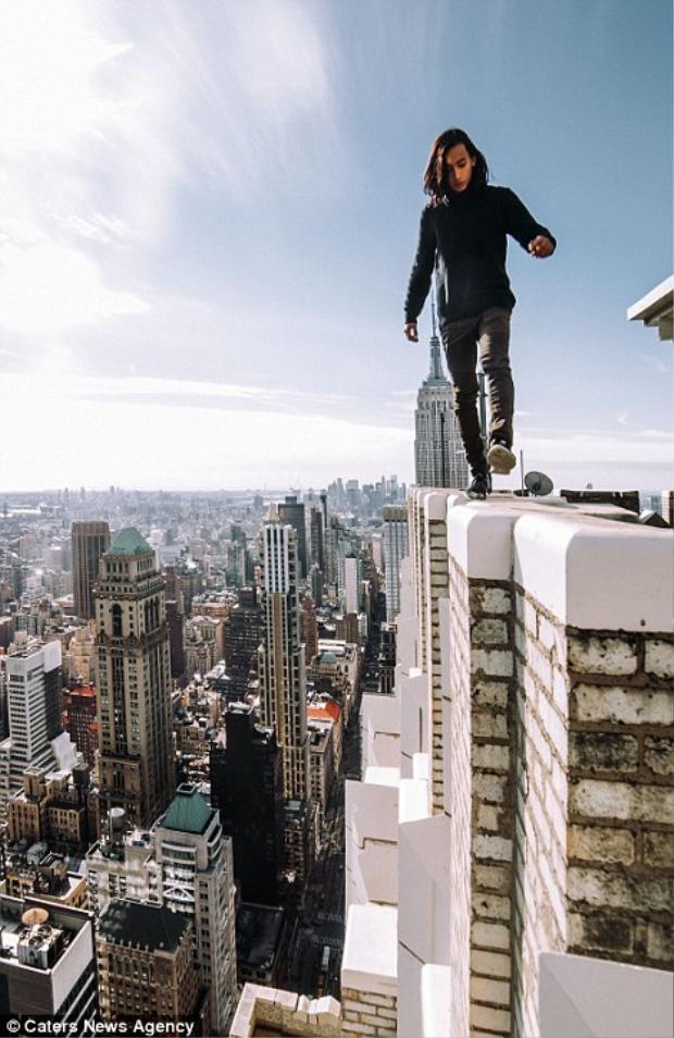 Nhiếp ảnh gia hợp tác cùng LiveJN cho biết anh có khả năng giữ thăng bằng cực tốt.