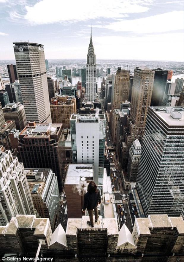 Bộ ảnh được thực hiện trên nóc của những tòa nhà mang tính biểu tượng của New York.
