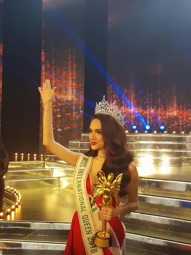 Hoa hậu Hương Giang: Tỉnh dậy, mọi chuyện vẫn như giấc mơ