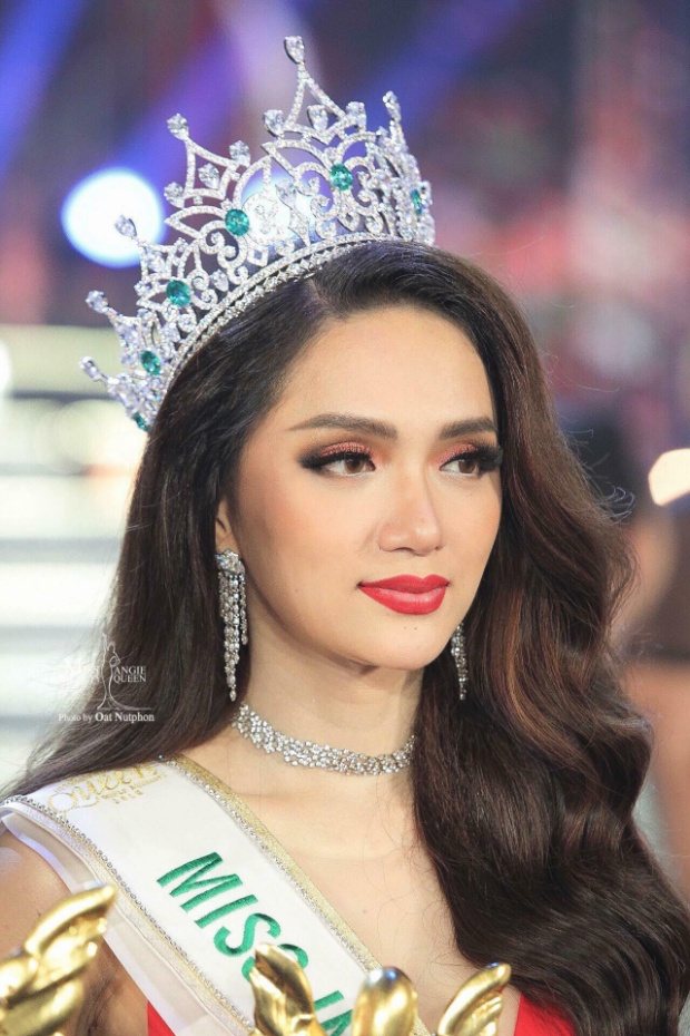 Khán giả nước nhà vô cùng tự hào khi Hương Giang xuất sắc đăng quang Miss International Queen 2018.