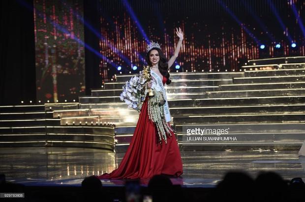 Chiến thắng này của cô nàng khiến người hâm mộ rất đỗi tự hào vì đây là thành tích cao nhất của Việt Nam từ trước đến giờ ở các cuộc thi sắc đẹp quốc tế.