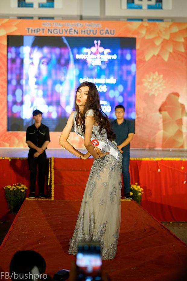 Hơn 10 năm nay, có một trường cấp 3 Sài Gòn luôn đều đặn tổ chức cuộc thi nam sinh giả gái cực lầy