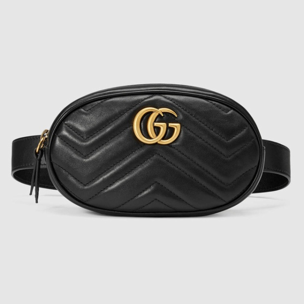 Thiết kế túi đeo hông của Gucci có khá nhiều phiên bản, phiên bản da mềm mà Hương Giang mang được bán với giá hơn 23 triệu đồng.Ngoài ra mẫu túi này còn có khá nhiều tông màu khác nhau như nude, hồng, xanh. Bên cạnh đó, túi đeo hông của Gucci còn có phiên bản nổi bật hơn với họa tiết nổi bật khác.