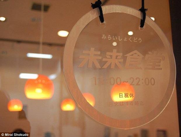 Nhà hàng Mirao Shokudo không hề thuê bất kì một nhân viên chính thức nào