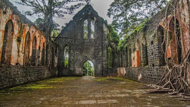 Nhà thờ khi xưa còn sót lại.