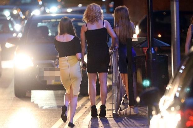 Các cô bé bị những tên ấu dâm cưỡng bức, rồi sau đó đưa các em đi khắp nơi để làm gái mại dâm.