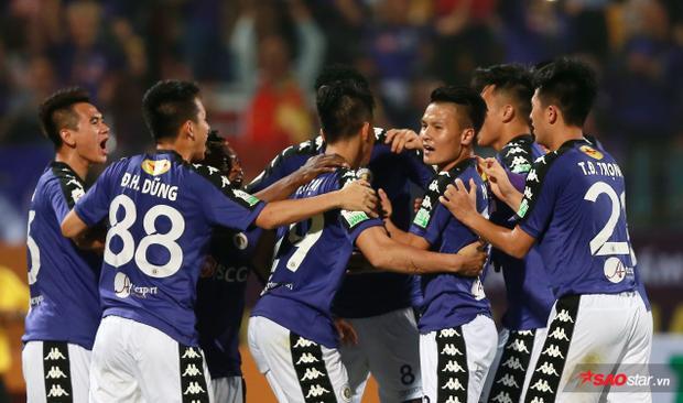 Quang Hải và đồng đội ăn mừng chiến thắng. Ảnh: Hải Vũ