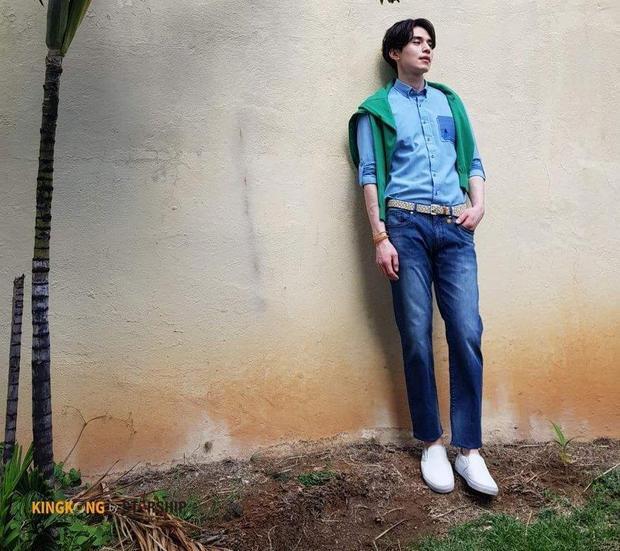 Không chỉ có gương mặt đẹp, Lee Dong Wook còn có thân hình vạm vỡ cực chuẩn.