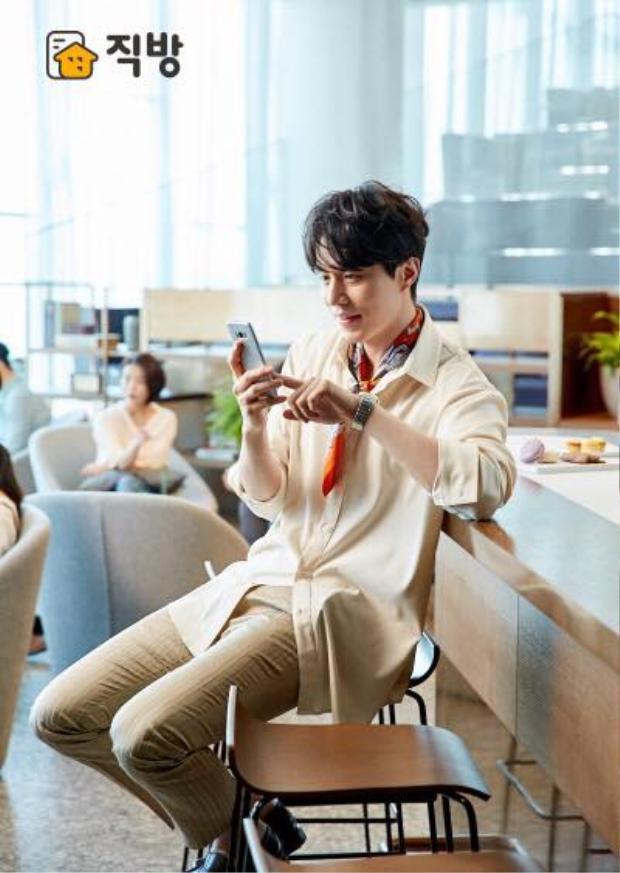 Ở bất kì góc chụp nào, dù là ống kính của phóng viên hay fancam thì chưa bao giờ nhan sắc của Lee Dong Wook bị dìm.