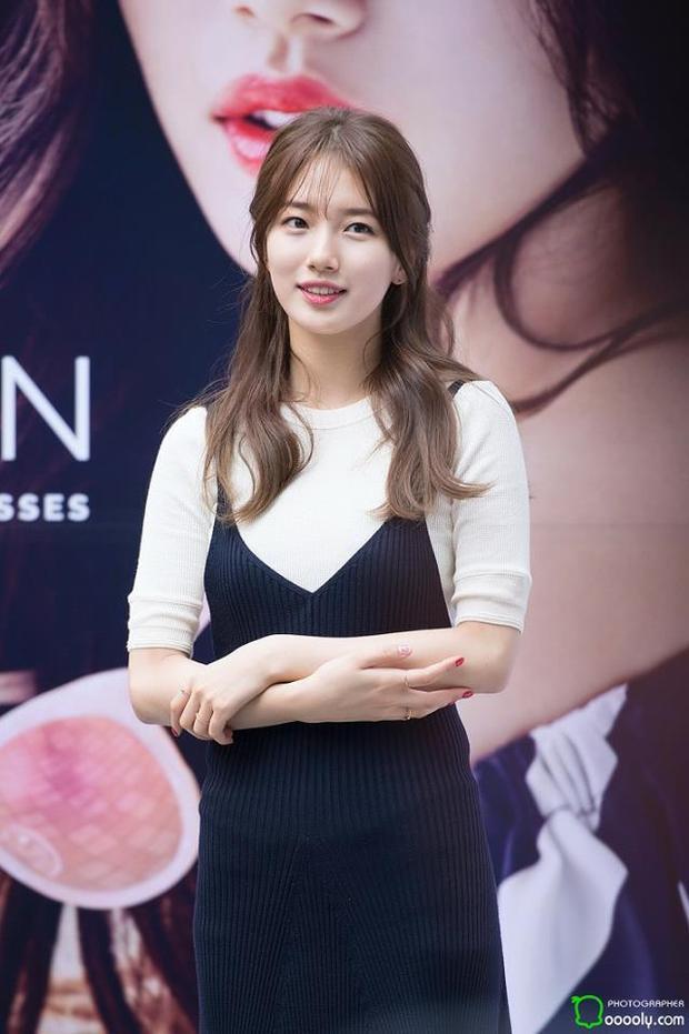 Rõ ràng là so với Lee Dong Wook, Suzy đẹp không hề kém cạnh. Vẻ đẹp tự nhiên của Suzy là điều mà giới giải trí luôn khát khao và ngưỡng mộ.