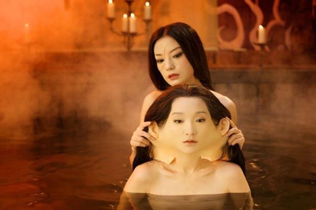 """Khoảnh khắc thay da của Triệu Vy và Châu Tấn được xem là một trong những thước phim """"đinh"""" của Họa bì 2."""