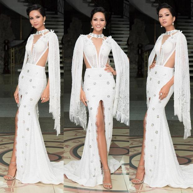 Bộ cánh này của NTK Linh San, người từng tài trợ trang phục cho cô trong suốt quá trình tham gia Hoa hậu Hoàn vũ Việt Nam 2017.