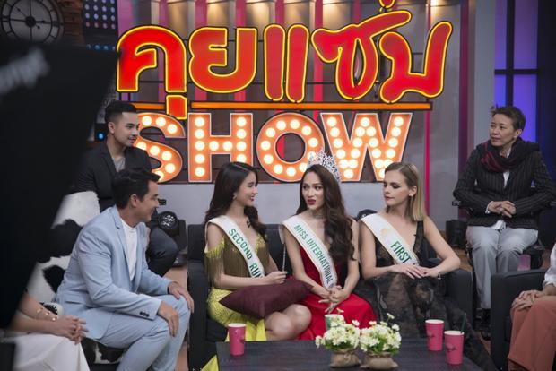 Sau nhiều lời khen ngợi, các MC cũng không ngần ngại dành cho Hương Giang những câu hỏi khó.