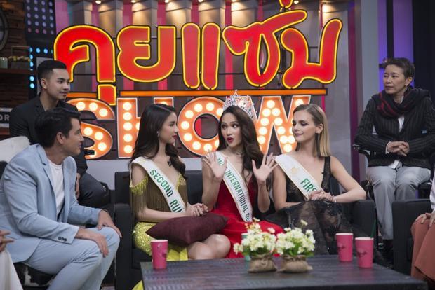 Phản ứng bất ngờ của Hương Giang khi bị tố mua giải hoa hậu ngay trên sóng truyền hình Thái