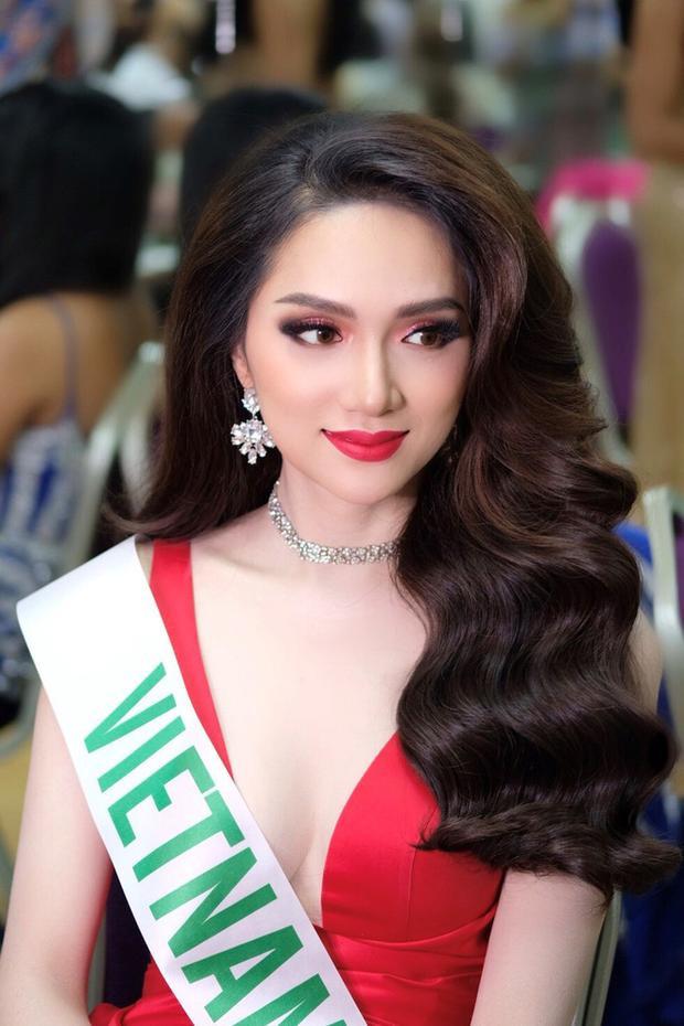 Hương Giang Idol có vẻ đẹp tự nhiên và nữ tính.