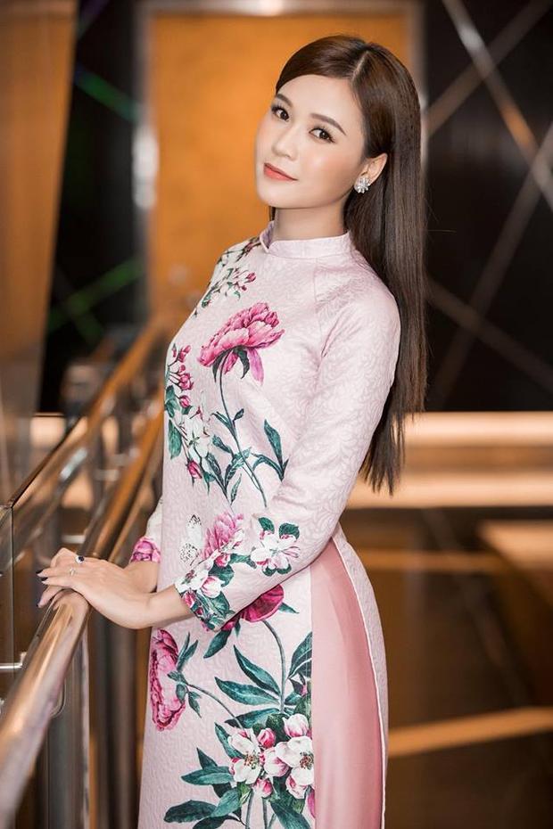 """Với vẻ ngoài """"không tuổi"""", Hà My đã và đang tiếp tục xây dựng cho mình phong cách thời trang tinh tế và sang trọng và đặc biệt là phù hợp với độ tuổi 27 của mình."""