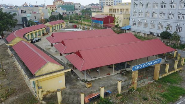Công trình chợ Đông Mạc, phường Lộc Hạ, TP Nam Định, tỉnh Nam Định được xây dựng xong từ tháng 10/2014, tuy nhiên chỉ họp được ít ngày thì bỏ hoang từ đó đến nay.