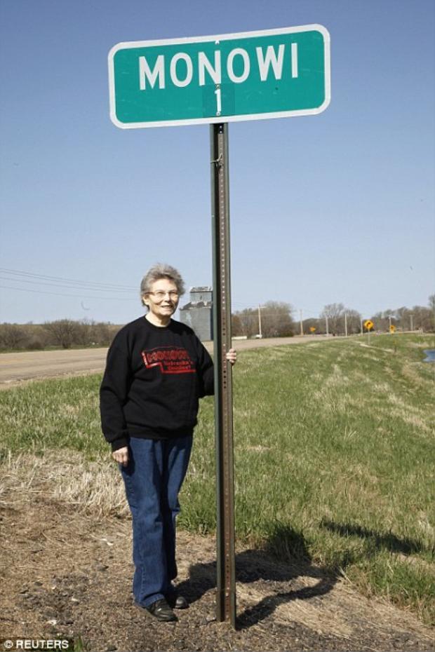 Bà Elsie Eiler, cư dân duy nhất, đồng thời cũng là thị trưởng của thị trấn Monowi.Ảnh: Reuters