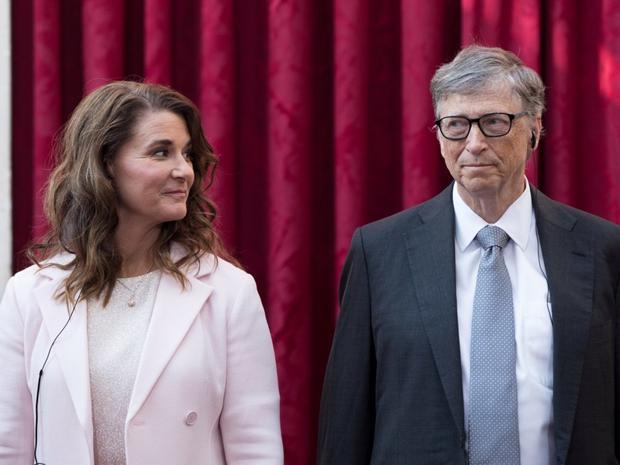 """""""Melinda và tôi tin rằng ai cũng xứng đáng có cơ hội cho một cuộc sống lành mạnh và hiệu quả, do đó chúng tôi đang nỗ lực hết sức để tạo ra cách giúp đỡ những hoàn cảnh khó khăn trên thế giới"""", tỷ phú xếp thứ 2 thế giới theo xếp hạng của Forbes năm 2018 nói."""