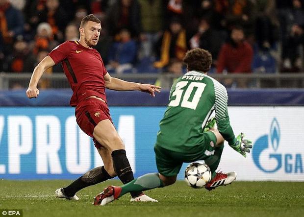 Ở trận đấu còn lại diễn ra cùng giờ, Edin Dzeko ghi bàn duy nhất ở trận lượt về, qua đó giúp AS Roma giành vé đi tiếp trước Shakhtar Donetsk với luật bàn thắng trên sân khách (tổng tỉ số 2-2).