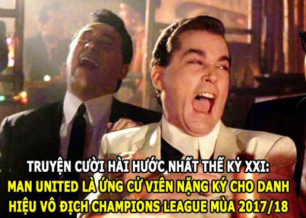 """Man United bị mỉa mai sau khi bị Sevilla """"đá văng"""" khỏi Champions League."""