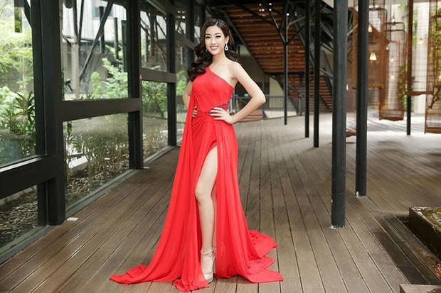 Trong khi đó Hoa hậu Việt Nam 2016 cũng tỏ ra không thua kém trước đàn chị.