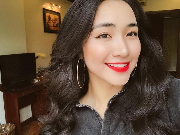 Hòa Minzy có một vẻ đẹp rạng ngời rất tự nhiên, không hề đụng chạm dao kéo.
