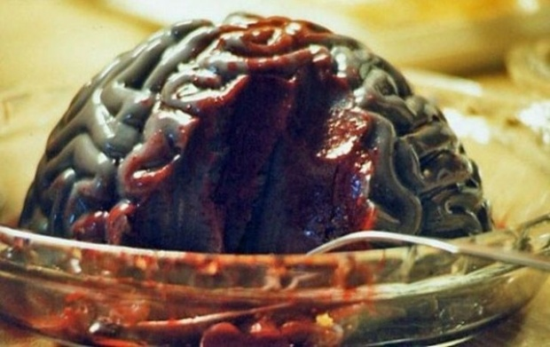 Những người đã thưởng thức món này cho biết, mùi vị của nó cực kì kinh khủng, nó bao gồm vị tanh của máu và vị của xác thịt thối