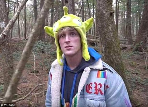 Ngày 31/12/2017, blogger nổi tiếng trên YouTube, Logan Paul, gây tranh cãi khi đăng tải đoạn video ghi lại hình ảnh cười đùa trước một thi thể trong khu rừng.