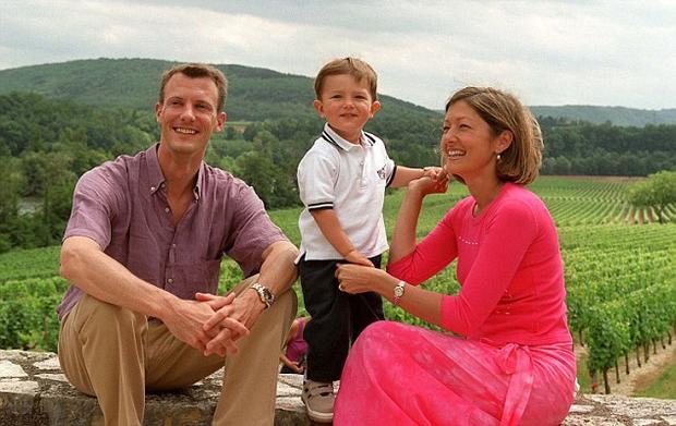Nikolai bên cha mẹ khi còn nhỏ. Ảnh: Daily Mail