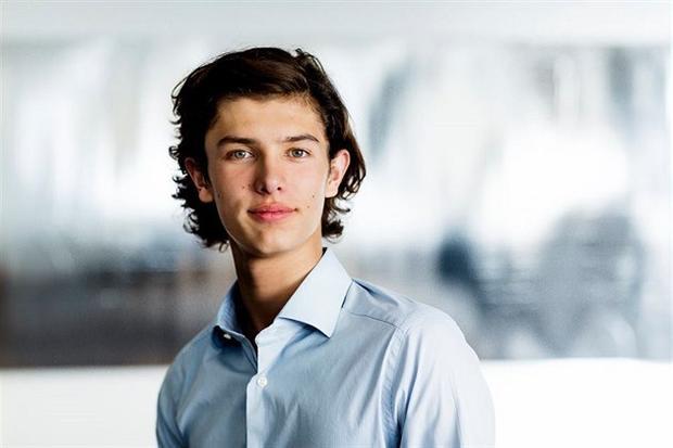 Anh chàng được tự do theo đuổi sự nghiệp người mẫu. Ảnh: Daily Mail