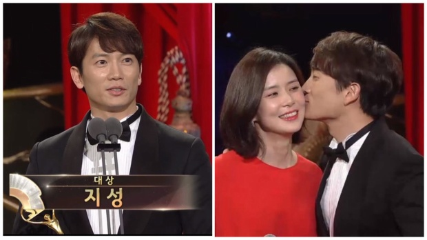 Trên sân khấu nhận giải, Ji Sung đứng cạnh Lee Bo Young - MC của chương trình. Trước sự cổ vũ của khán giả, nam diễn viên tiến lại ôm và dành cho vợ một nụ hôn lên má.