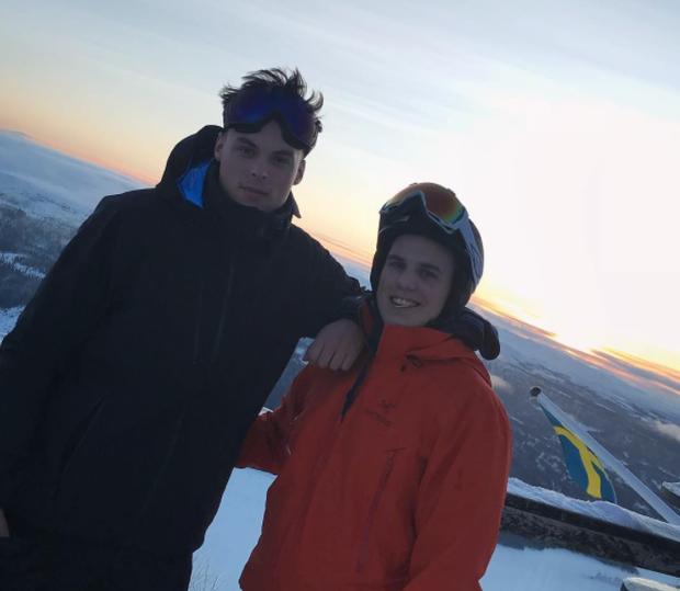 Magnar rất thích thể thao, anh thường xuyên tham gia tuyết và chơi golf cùng bạn bè.