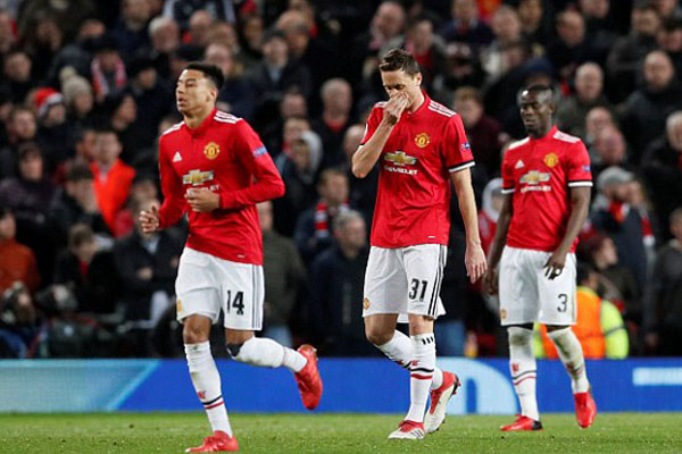 Man United thua Sevilla với 2 bàn thắng chỉ trong vòng 4 phút.