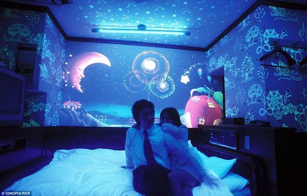 Nhật Bản là nơi tiên phong cho mô hình khách sạn tình yêu từ những năm 1960. Ảnh: Sinopix/REX