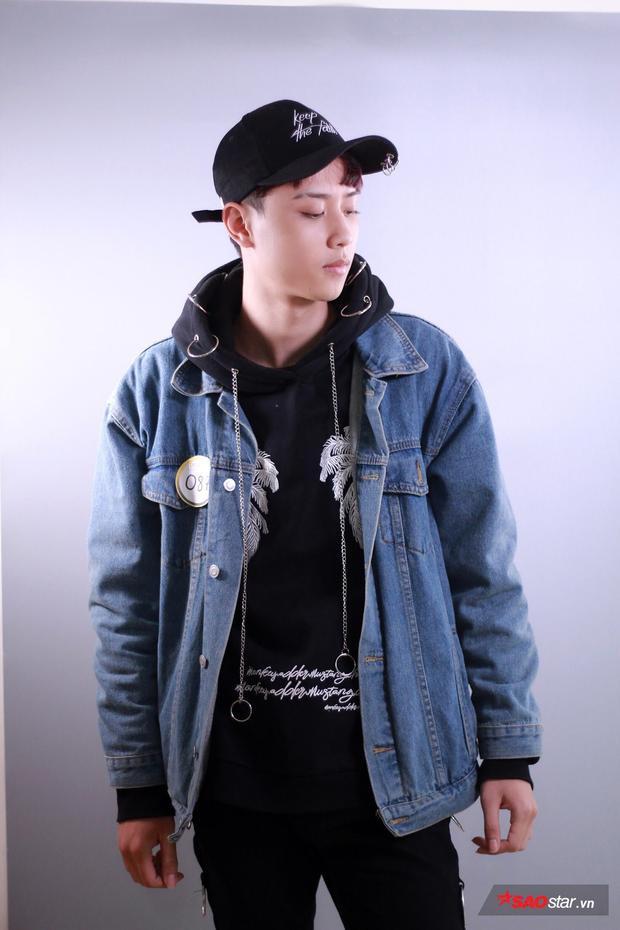 """Lương Trung Anh - cái tên đến từ ĐH Kinh doanh & Công nghệ. Với cá tính mạnh mẽ, nam sinh viên này cũng sở hữu gu thời trang """"cực chất"""" không kém. Trung Anh được đánh giá là một trong số những gương mặt triển vọng trong cuộc thi năm nay."""