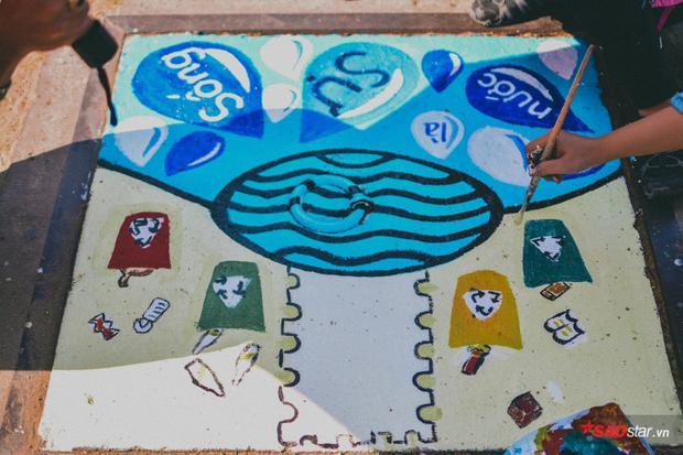 Bức tranh về sự đối nghịch giữa nước cứu cuộc sống và nước thải gây ô nhiễm.