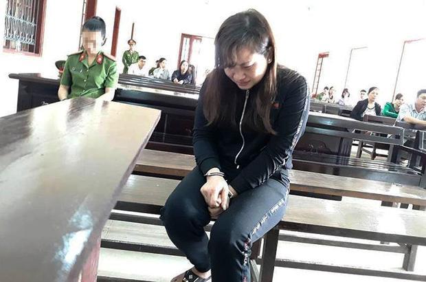 Bị cáo Huệ khóc suốt phiên xét xử