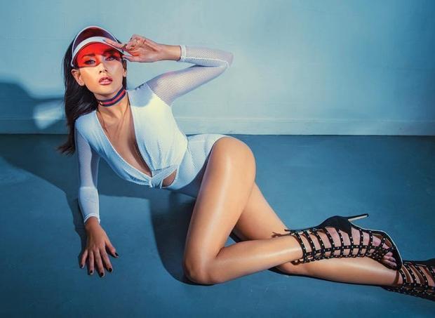 Ngoài nghề người mẫu, Hoàng Yến còn được biết đến là một DJ có tiếng tại TP.HCM. Không chỉ đa tài, Hoàng Yến còn là một trong những chân dài có thân hình bốc lửa bậc nhất trong làng mẫu Việt Nam hiện nay. Theo số liệu công bố trước đây, chiều cao của cô là 1,78m cùng số đo 3 vòng hoàn hảo90-61-91.