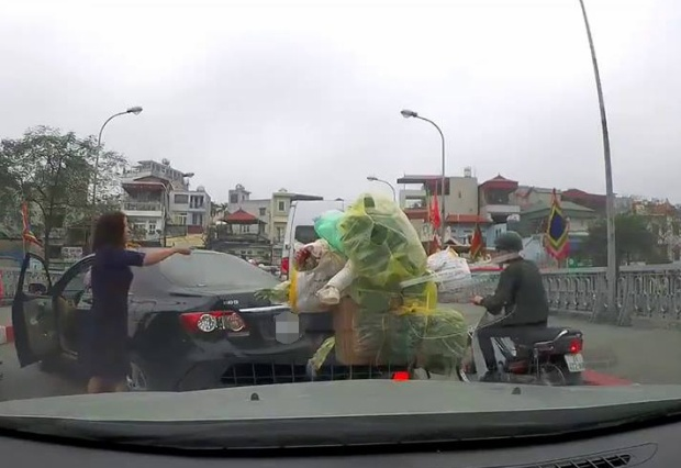 Trước đó, nữ tài xế này lái xe vi phạm, cãi vã với người tham gia giao thông.