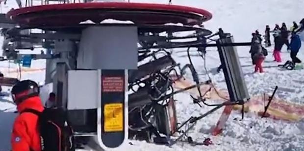 Máy bị lỗi, quay nhanh gấp đôi bình thường khiến hành khách bị văng ra xa.