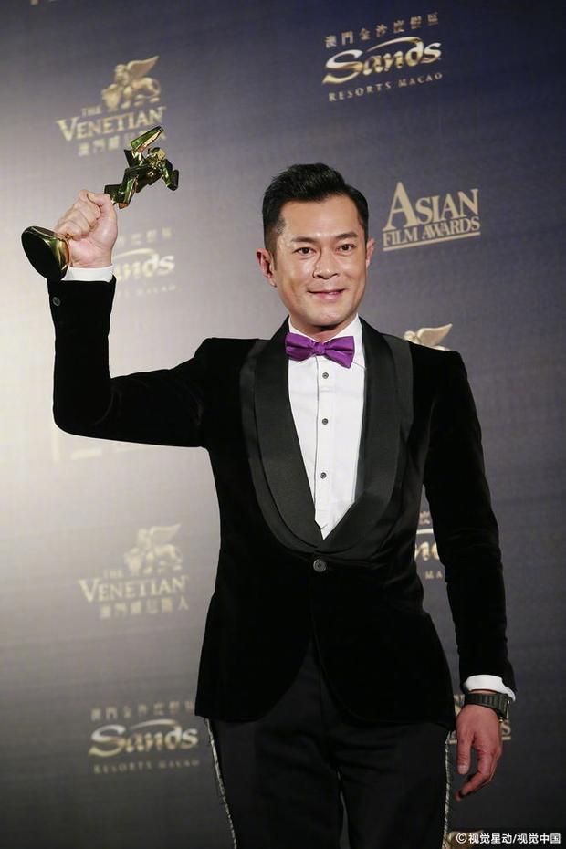 """Cổ Thiên Lạc giành giải """"Nam diễn viên chính xuất sắc"""" với vai diễn trong """"Sát Phá Lang Tham Lang""""."""