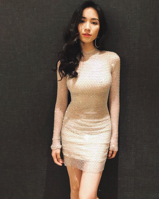 Trong những hình ảnh mới nhất được Hòa Minzy đăng tải trên mạng, Hòa Mizy khiến công chúng ngất ngây khi diện bộ cánh ôm sát, khoe ba vòng nóng bỏng.